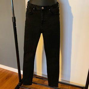 Forever 21 black skinny distressed jeans (6/$14)